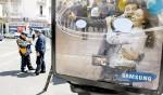 BURBUJAS. UNA DE LAS PUBLICIDADES INTERVENIDAS CON GLOBOS DE DIALOGO EN LA CIUDAD DE BUENOS AIRES. Andres D'Elia